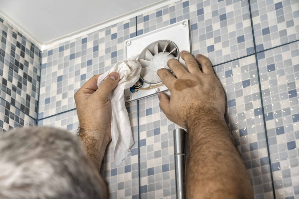 very dirty air outlet bathroom professional cleans grate » Putzen Schnel